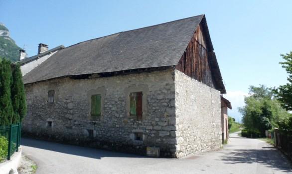 grange en pierre, couverture en ardoise naturelle
